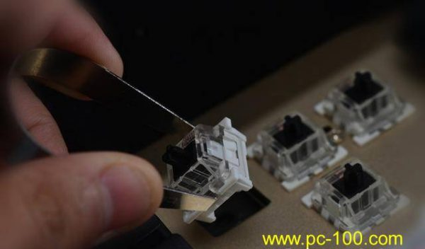 Pluggable switches make it very easy to replace old switches with new switches on mechanical gaming keyboard